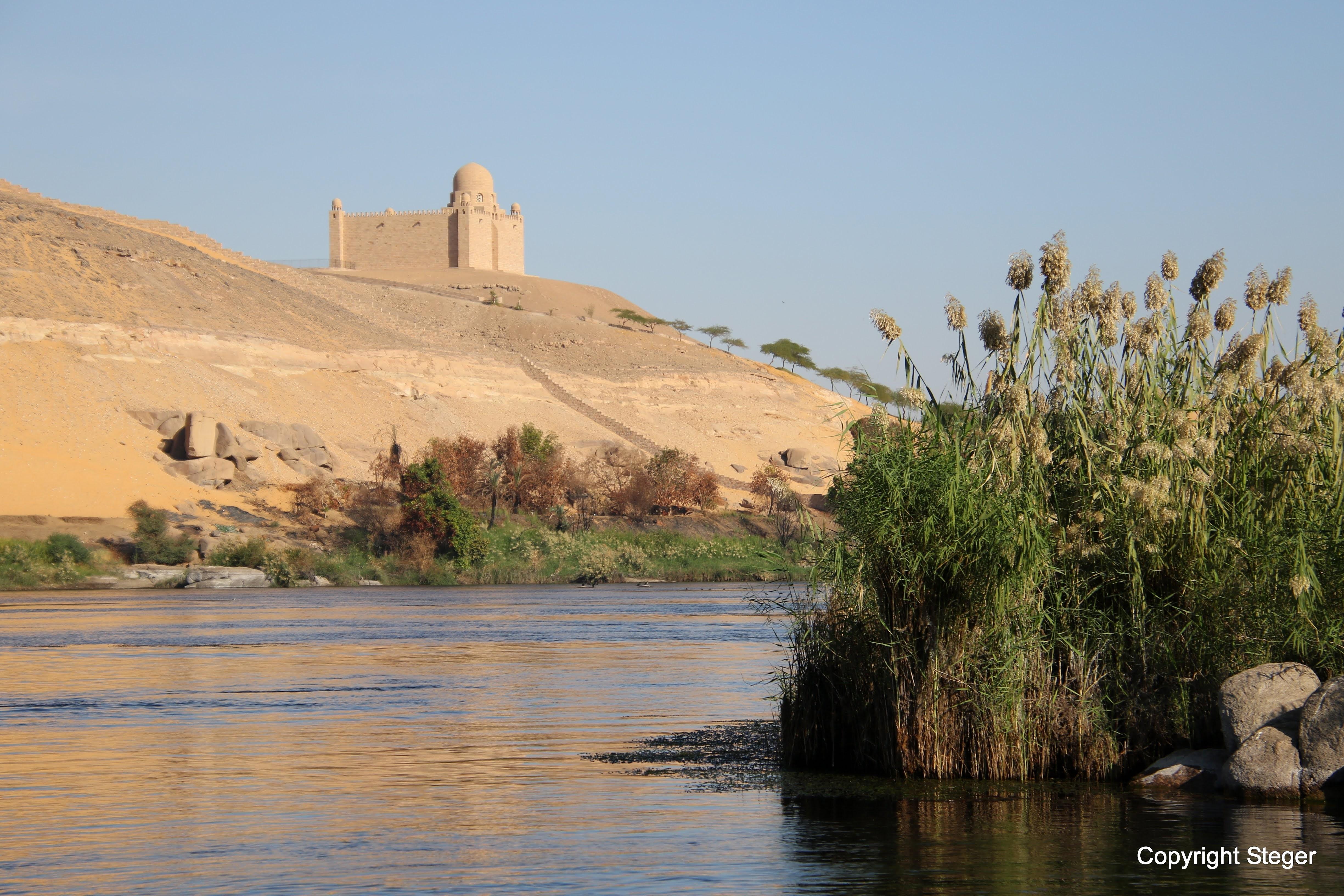 The Wheel Potd Mausoleum Of Aga Khan
