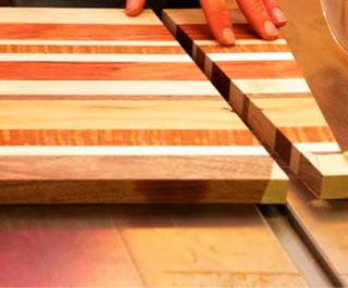 pemotongan kayu untuk ditempel ulang secara zigzag