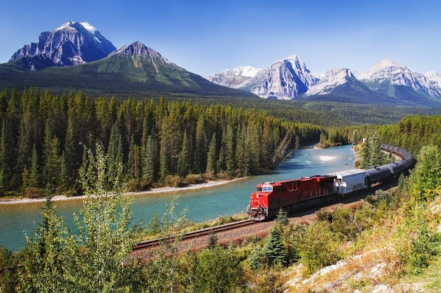 12 reasons making you want to visit Canada immediately