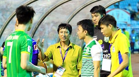 HLV Vũ Quang Bảo tự tin giúp Cần Thơ trụ hạng thành công