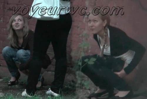 Red Wall WC 02 (Spycam video of a girl pissing outdoor)