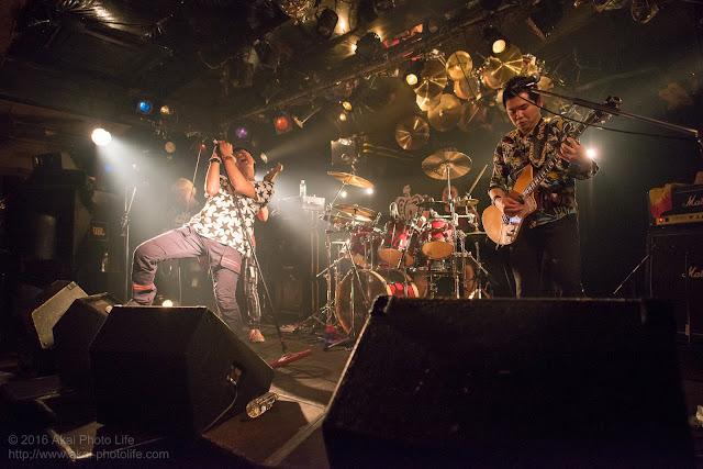 ライブハウスシルバーエレファントで撮影したバンドTRI-toNeの写真