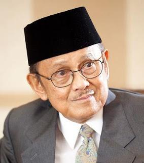 Bacharuddin Jusuf Habibie dilahirkan di Pare Kata Kata Bijak B.J Habibie yang Inspiratif