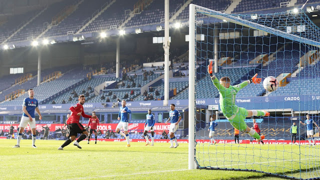 Man United star Bruno Fernandes scores brilliant header against Everton