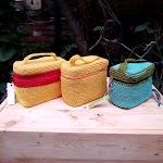 Tas Rajut Beauty Case Varian Warna Kuning dan Biru