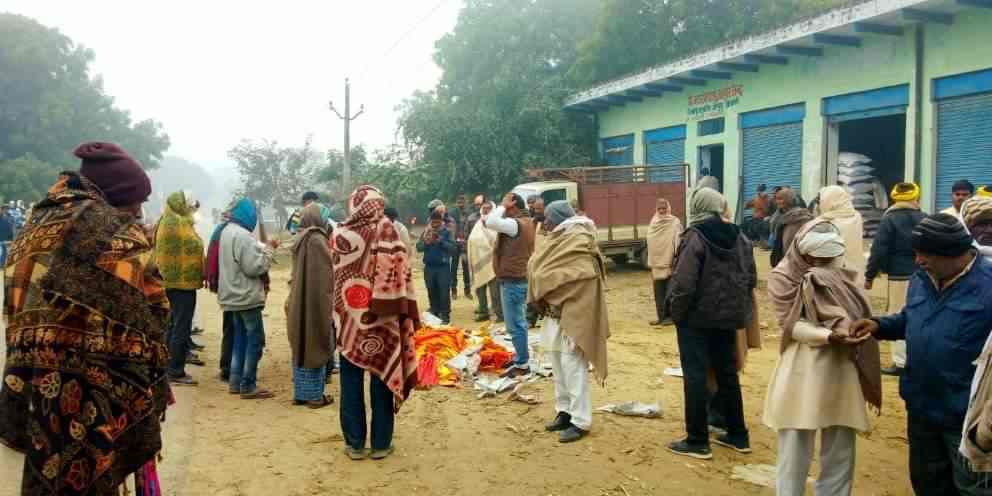 IMG-20191226-WA0004 बरसाती राजभर की मृत्यु की खबर सुन दुख की घड़ी में उनके घर पहुंचे सिद्धार्थ राजभर