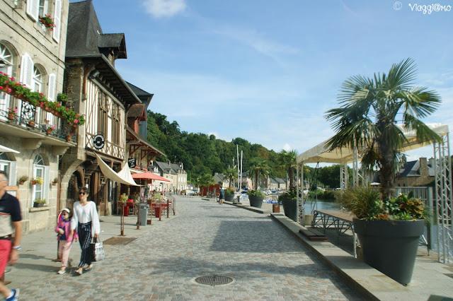 Il grazioso centro di Port de Dinan