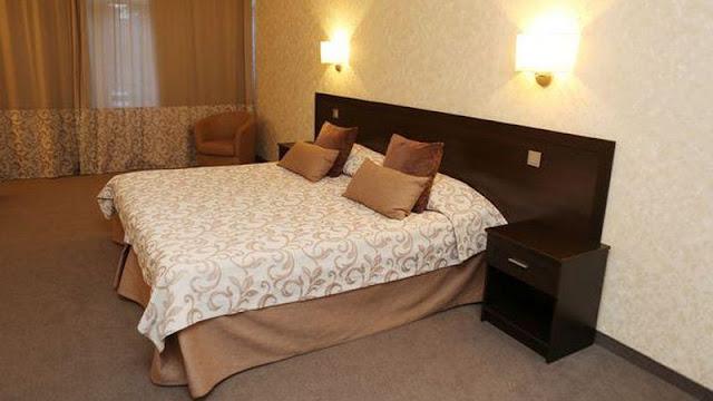 Penampakan kamar tidur hotel ForRestMix Rusia
