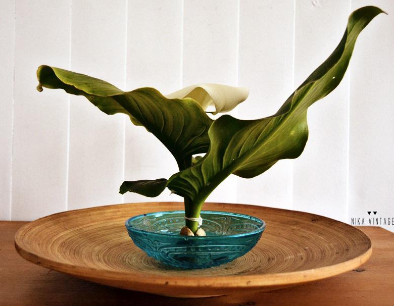 Diy floral en el que haremos un arreglo o un centro oriental, ikebana sencillo con una preciosa Cala