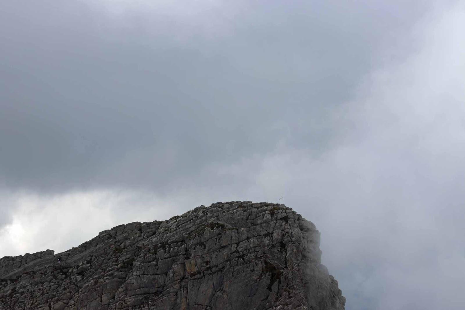 Risti vuoren huipulla