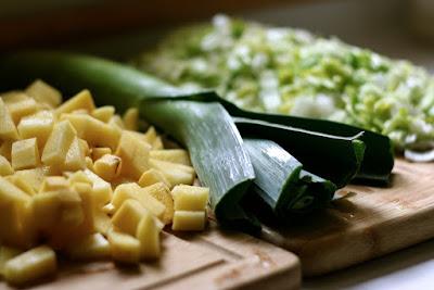 Sopa de Batata, Alho-Poró e Espinafre (vegana)