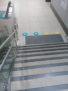 tangga statis di stasiun mrt jakarta