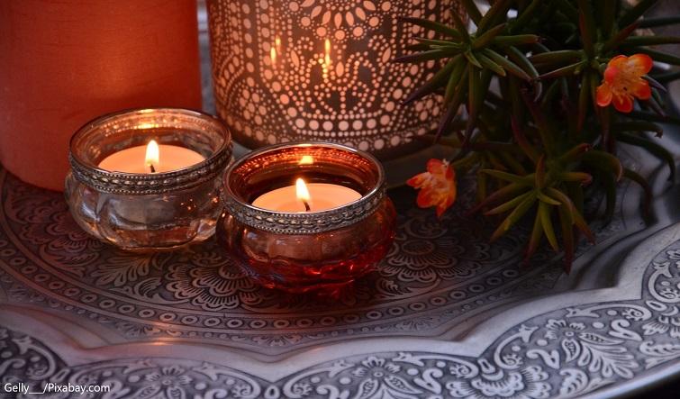 Tablett-Tisch orientalisch mit Kerzen