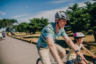 Correr e pedalar: conheça os benefícios dessas atividades e veja dicas para quem quer começar a praticar
