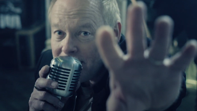"""Cutting Crew Recreates Iconic '80s Hit """"(I Just) Died In Your Arms"""" With Orchestra"""