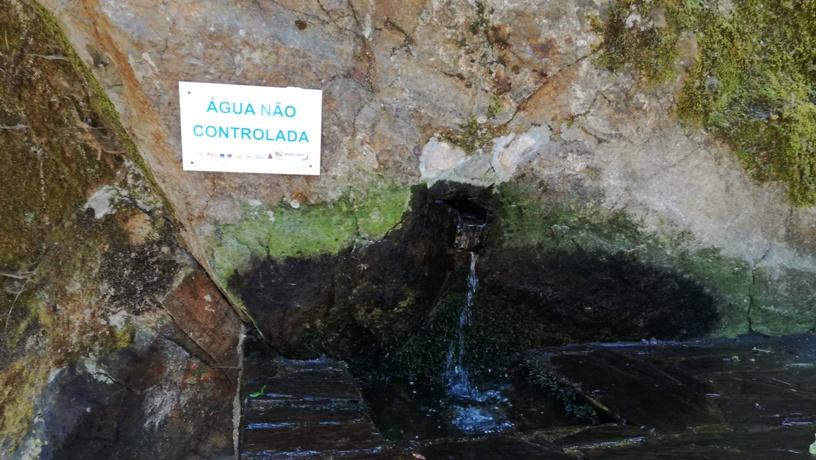 Fonte de água não controlada