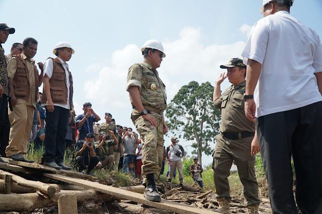 Puluhan Tahun Terisolir, Dodi Reza Bangun Dua Jembatan di Desa Muara Medak