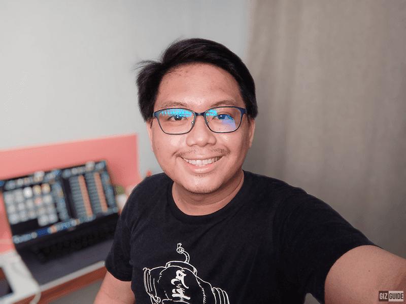 Indoor selfie, Portrait mode