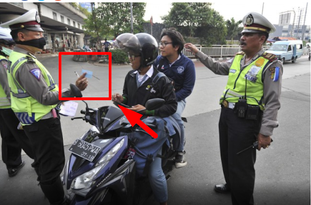 Mengejutkan,  Apa Yng Di Keluarkan Oleh Pak Polisi Ini.  Di Tambah Hukuman Yang Diberikanpun Hebat Banget