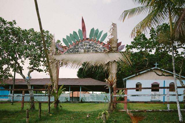 Entrada da comunidade indígena Nova Esperança, da etnia Baré, em foto de Nathália Segato