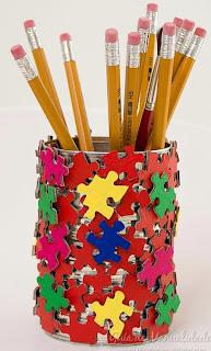 http://www.guiademanualidades.com/lapicero-con-piezas-de-puzzle-31084.htm