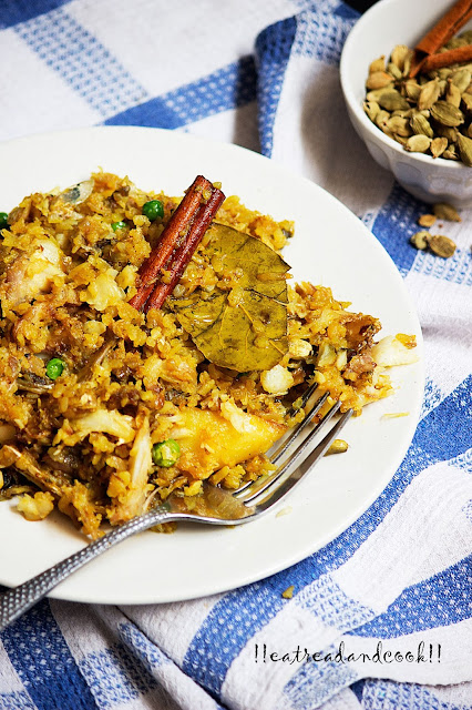 simple and easy bengali recipe and preparation bengali Chire Diye Muri Ghonto recipe / Bengali Sticky Fish Pulao with Flattened Rice recipe with step by step pictures