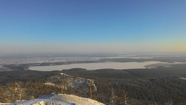 Вид на озеро Сугомак с вершины горы Сугомак