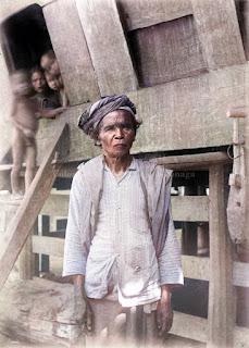 foto kepala desa panagara di samosir