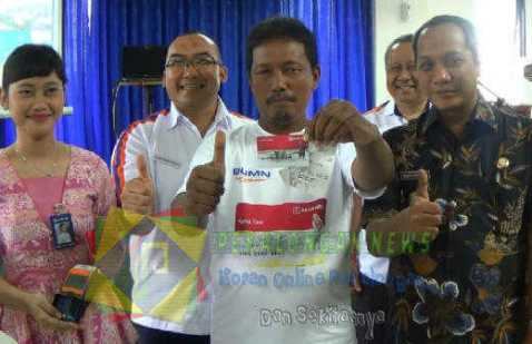 842 Petani Kota Pekalongan Terima Kartu Tani