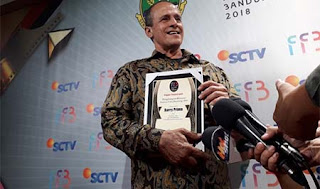 Barry Prima Dapat Penghargaan