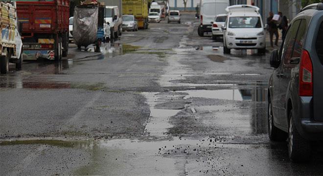 Diyarbakır Toptancılar Sitesinde kanalizasyondan çıkan suya esnaftan tepki