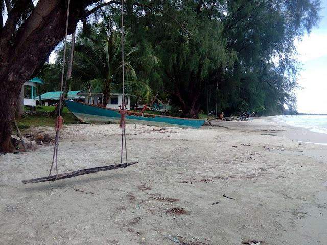 หาดทรายแก้วเป็นหาดที่เงียบสงบ เหมาะแก่การมาพักผ่อน