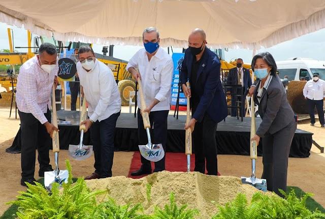 Alcalde participa en Primer Picazo para  construccion Academia de Beisbol de los Marlins de Miami