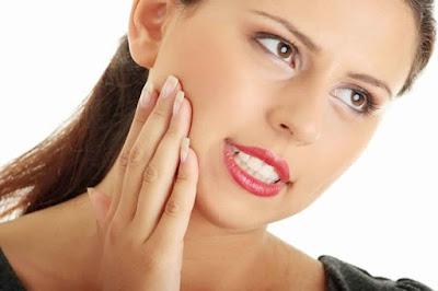 علاج انتفاخ الوجه في الصباح بطريقة سحرية