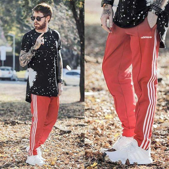 contoh model Adidas Warna Merah Dan Ada Garis Putih pria