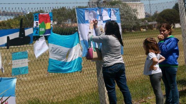 Familiares de tripulantes del ARA San Juan piden respuestas