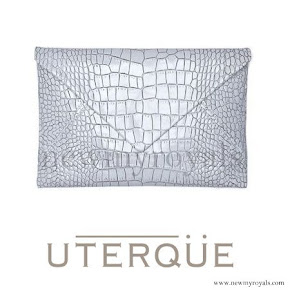 Stle of Queen Letizia Uterque snakeskin clutch Summer 2013 collection
