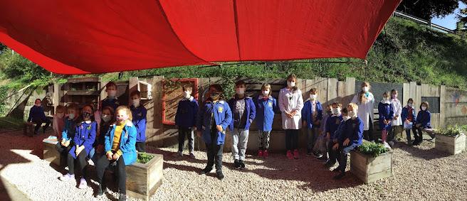 Lezione nel giardino della scuola