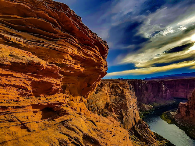 grand canyon, hiking in the grand canyon, sunset hiking, grand canyon arizona, romantic sunset in the grand canyon, paige arizona, where is horseshoe bend. colorado river arizona, how to get to the grand canyon, air bnb grand canyon, travel writers,