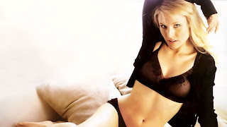 Kristen bell sexy pose hd wallpapers