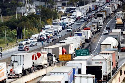 Saiba como calcular os custos fixos com caminhão por dia