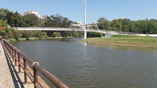 Rio Mira e Ponte Pedonal de ferro em Odemira