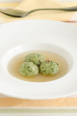 Canederli con broccolo fiolaro in brodo