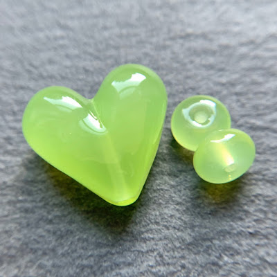 Handmade lampwork glass heart bead by Laura Sparling made with CiM Lovebirds