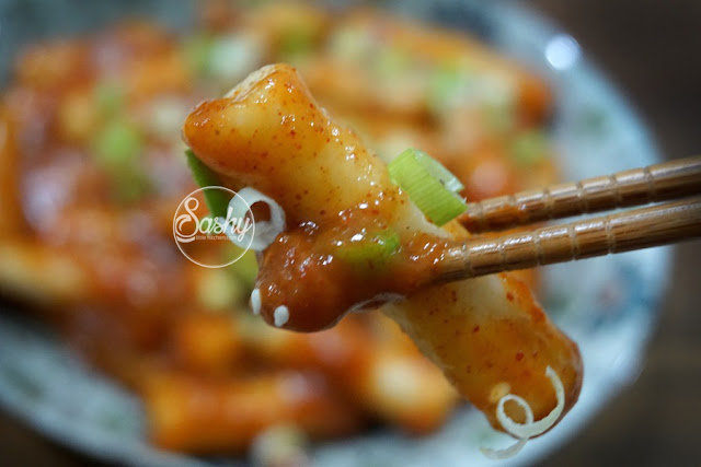 Ddeokbukki / Tteokbokki ( Korean Spicy Rice Cake )