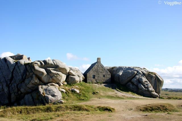 La casa nella roccia nel villaggio di Meneham