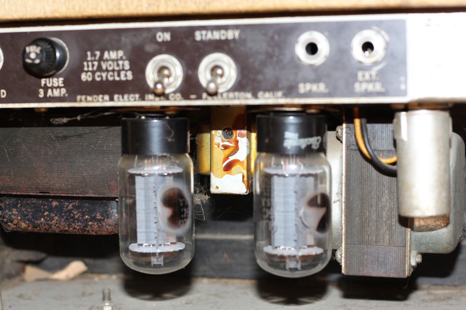 63 Fender Bassman Repair And Refurb 09 21 16 Dave Greens Blog Carrier Blowing 3 Amp Fuse The Modern Day Equivalent Is A 6l6gc Original Preamp Tubes Were 7025s Which Again Are No Longer Available Replacement 12ax7