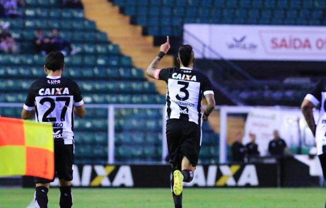Com Scarpelli quase às moscas, Figueira vence Fluminense