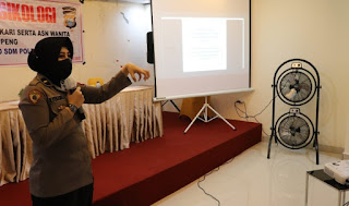 Bag Ro SDM Polda Sulsel Beri Ilmu Psikologi pada Polwan, ASN dan Bhayangkari Cabang Soppeng