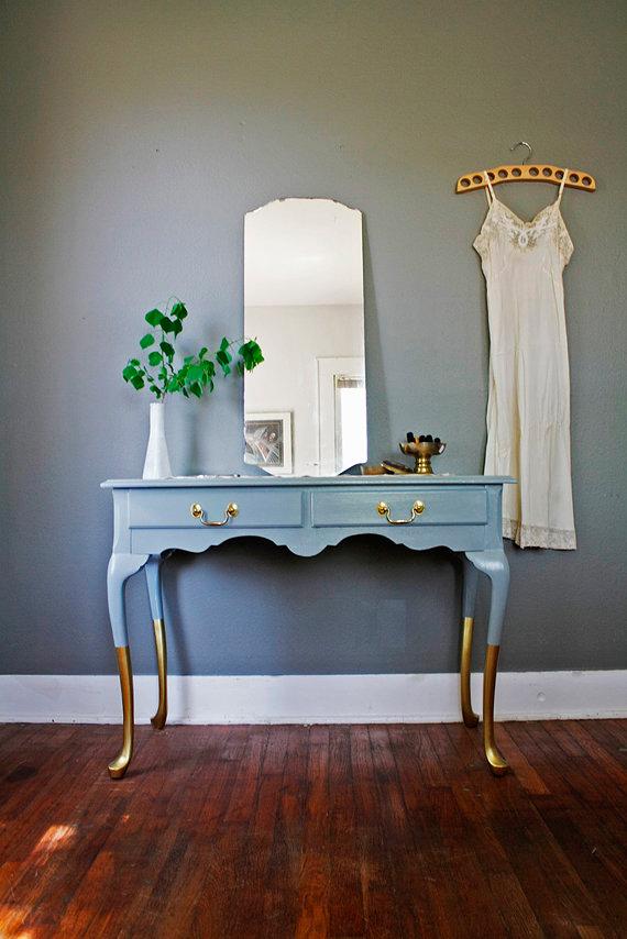 Toques dorados mueble